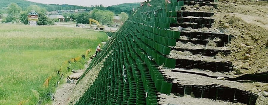 Geosynthetics Cellweb Used As A Retaining Wall Geosynthetics